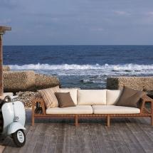 Roda - Network - Venkovní nábytek Network vsadil na krásu týkového dřeva a v jednoduchých rastrech ho kombinuje s textilním pásy a měkkými polštáři.