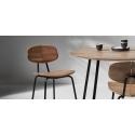 židle a stůl ze dřeva